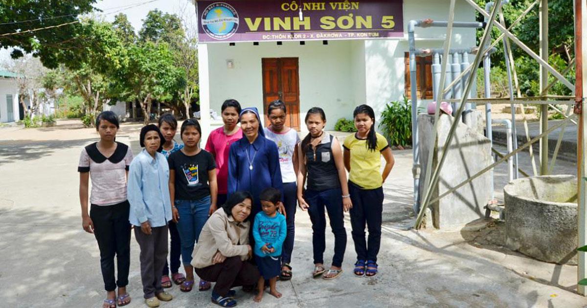 Hijas de la Medalla Milagrosa acogen a niños huérfanos en Vietnam