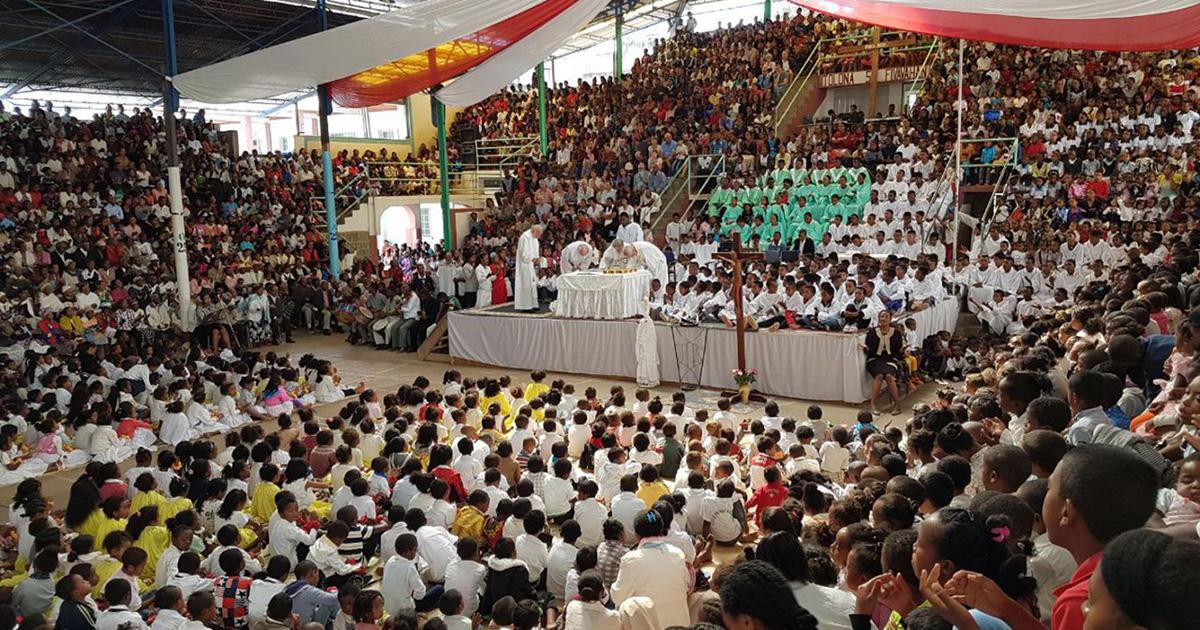 El Pueblo de Akamasoa recibió a tres pastores argentinos