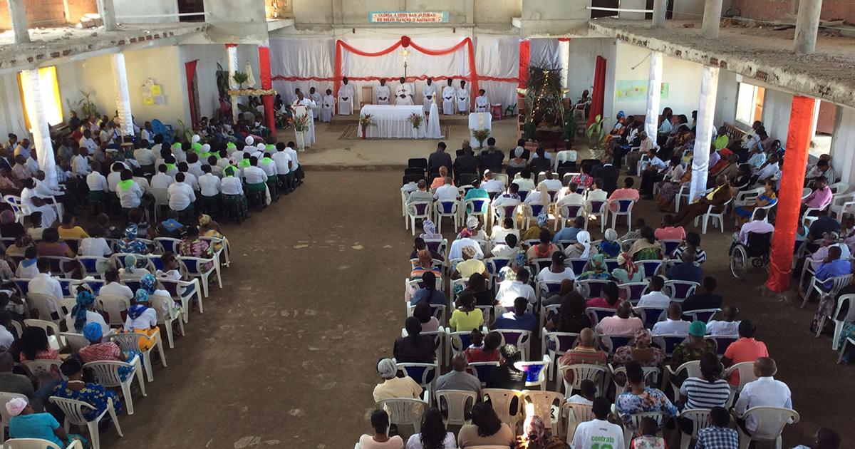 La celebración de la Santísima Trinidad en Angola