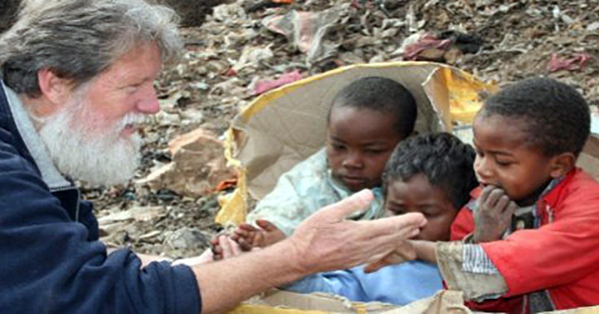 """Padre Pedro Opeka: """"No tengo nada y lo tengo todo, porque cuanto más compartí, más recibí"""""""
