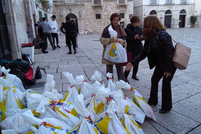 Fiesta infantil organizada por los Voluntarios Vicencianos en Molfetta (Italia)