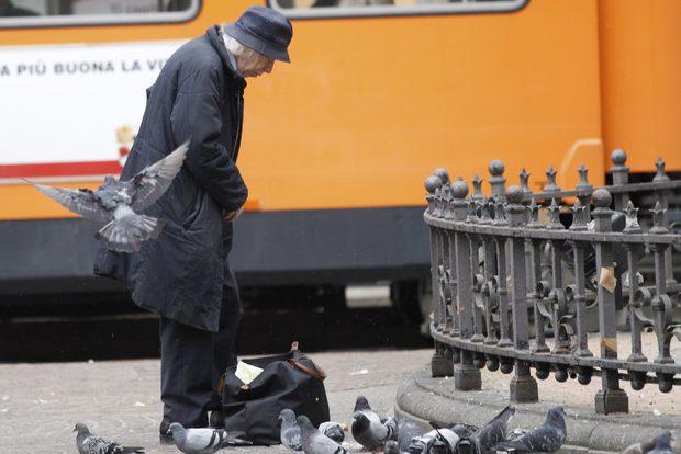 Sempre più anziani e più soli un'emergenza in molti Paesi