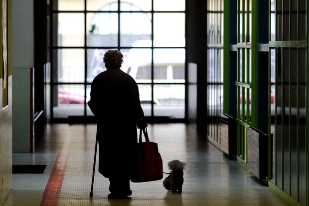 Curare l'ambiente degli anziani per farli sentire meno soli
