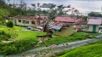 Natovi, zniszczony budynek szkoły.